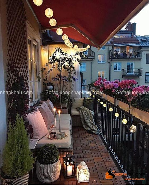 Ánh sáng lung linh từ những chiếc đèn và nến xinh xắn sẽ tạo nên một không gian lãng mạn