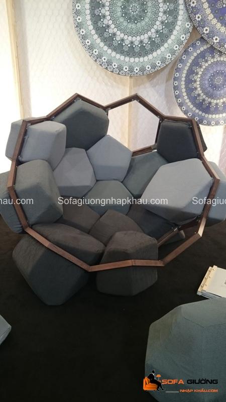 Chiếc sofa này có lẽ hợp với phòng triển lãm nghệ thuật hơn là phòng khách